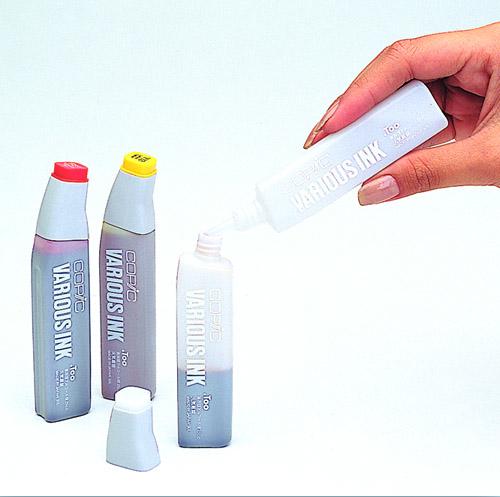 Un flacon d'encre COPIC vide permet de créer ses propres couleurs.